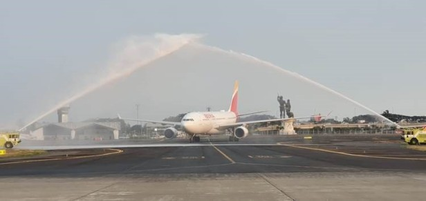 Iberia A330 water cannon salute Guayaquil