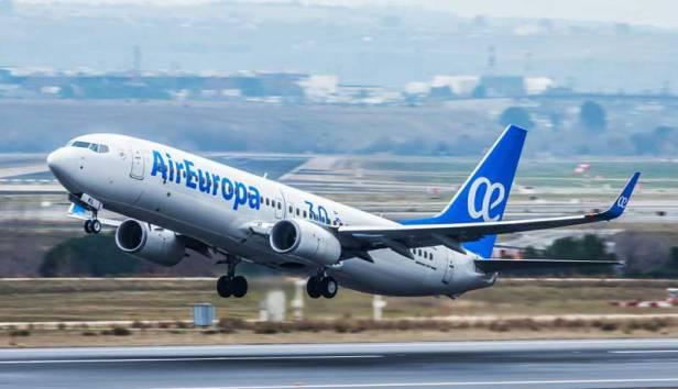 Boeing 737 de Air Europa despegando