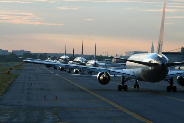 Cola de aviones en el Aeropuerto John F.Kennedy de Nueva York